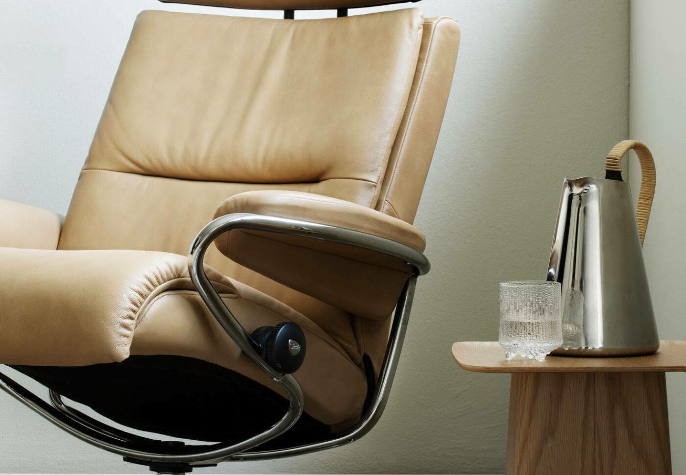 Stressless Tokyo headrest Original Pal Almond chrome detail