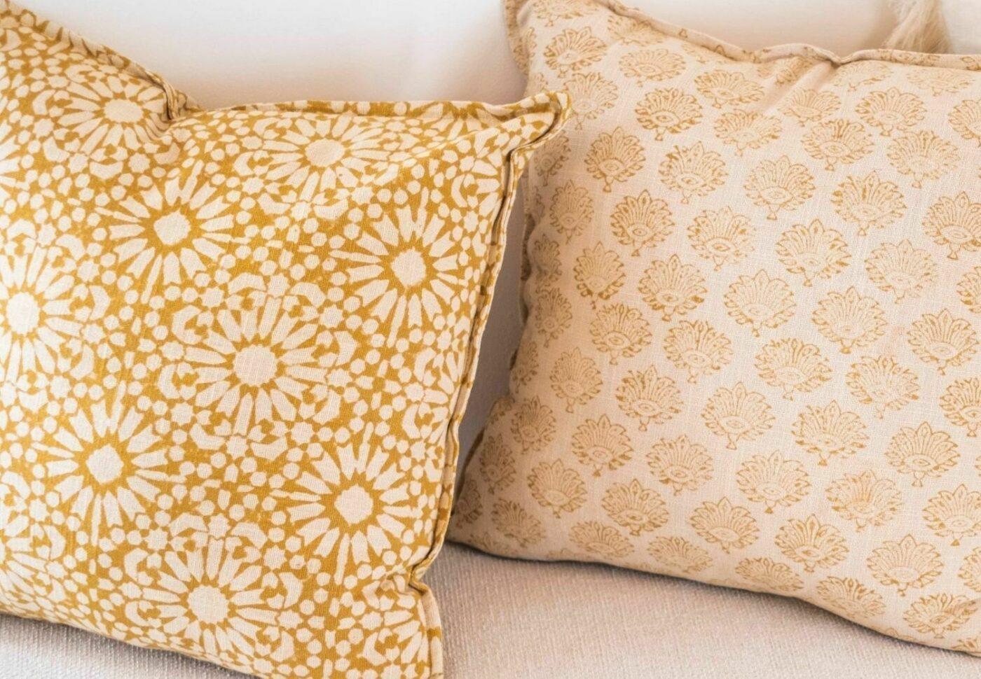 Cojin de algodon estampado marigold