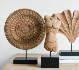 Figura decorativa de madera maya